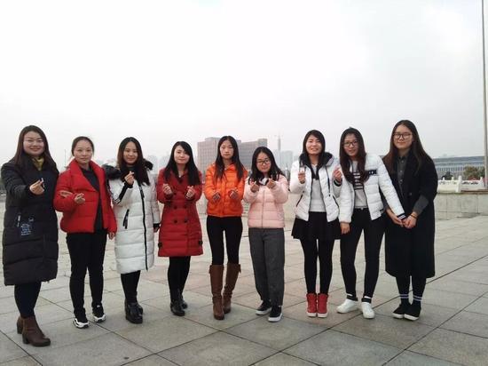在河南科技大学动物科技学院有三个宿舍,来自动科144班的9名女生